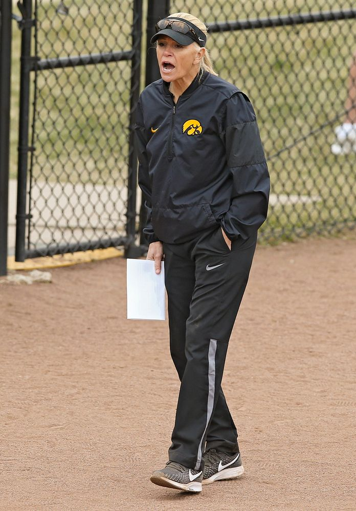 Iowa Hawkeyes head coach Renee Gillispie shouts to her player during the fifth inning of their Big Ten Conference softball game at Pearl Field in Iowa City on Friday, Mar. 29, 2019. (Stephen Mally/hawkeyesports.com)