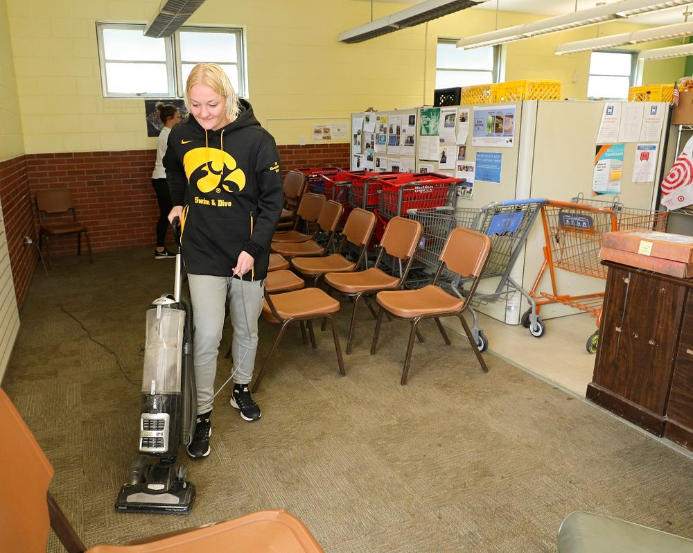 Iowa women's swimming and diving teammates clean the Coralville Community Food Pantry during the 21st annual ISAAC Hawkeye Day of Caring in Coralville on Sunday, Apr. 28, 2019. (Stephen Mally/hawkeyesports.com)