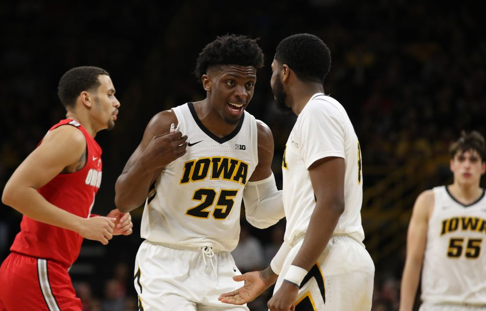 Iowa Hawkeyes forward Tyler Cook (25) and guard Isaiah Moss (4) against the Ohio State Buckeyes Saturday, January 12, 2019 at Carver-Hawkeye Arena. (Brian Ray/hawkeyesports.com)