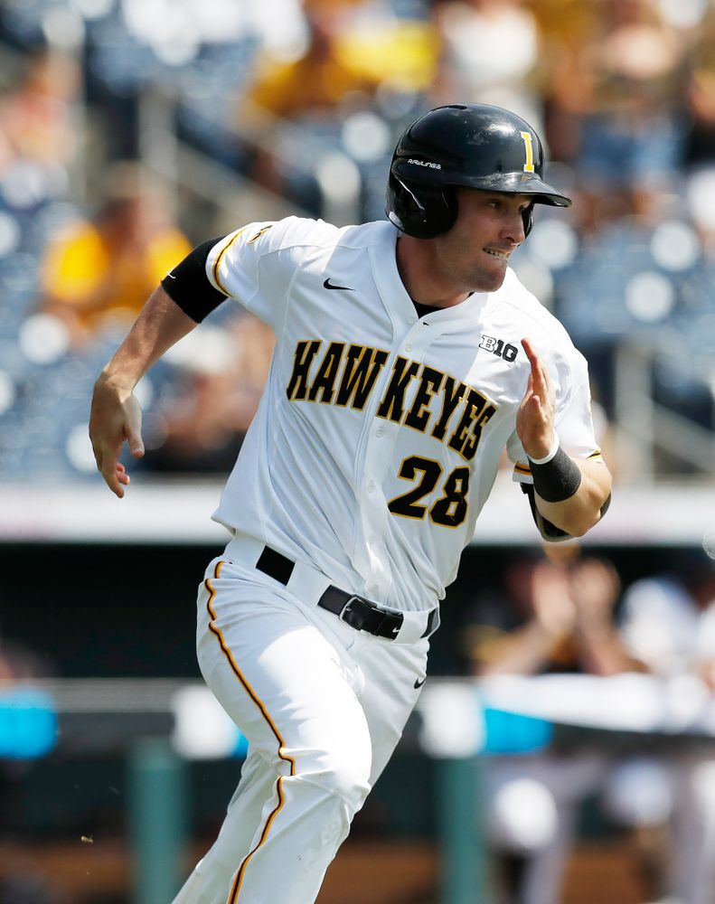 Iowa Hawkeyes infielder Chris Whelan (28) against the Ohio State Buckeyes in the second round of the Big Ten Baseball Tournament  Thursday, May 24, 2018 at TD Ameritrade Park in Omaha, Neb. (Brian Ray/hawkeyesports.com)