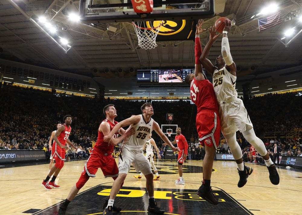 Iowa Hawkeyes forward Tyler Cook (25) goes to the hoop against the Ohio State Buckeyes Saturday, January 12, 2019 at Carver-Hawkeye Arena. (Brian Ray/hawkeyesports.com)