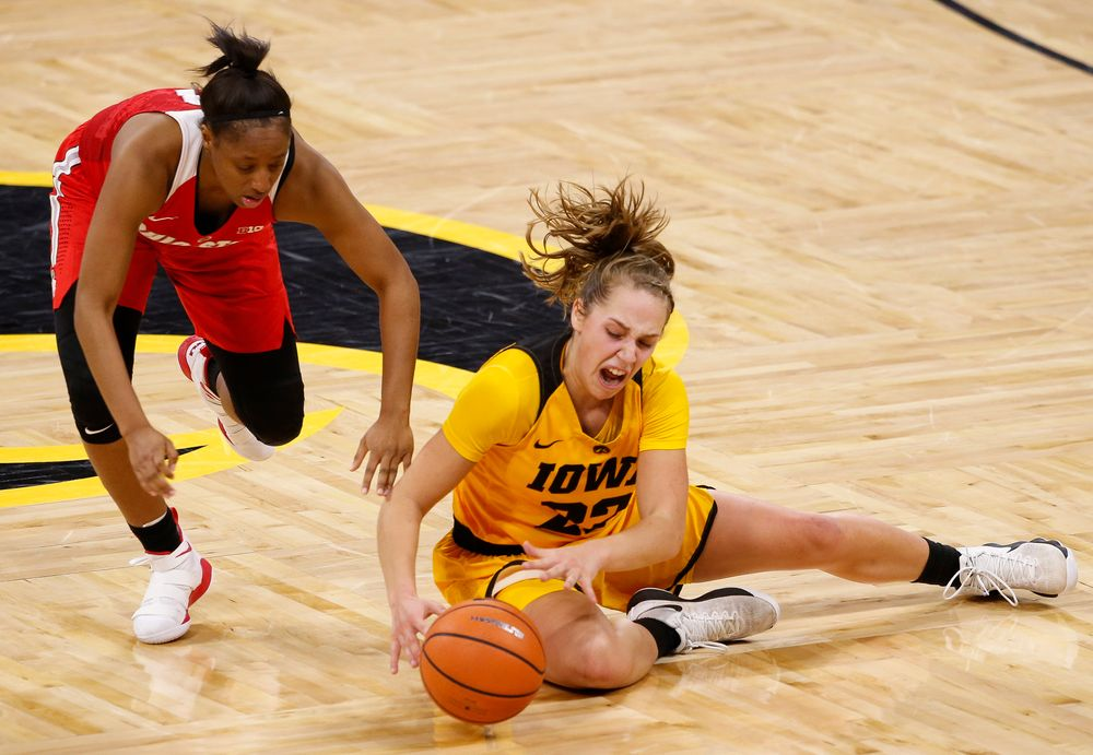 Iowa Hawkeyes guard Kathleen Doyle (22) corralls a loose ball during a game against the Ohio State Buckeyes at Carver-Hawkeye Arena on January 25, 2018. (Tork Mason/hawkeyesports.com)