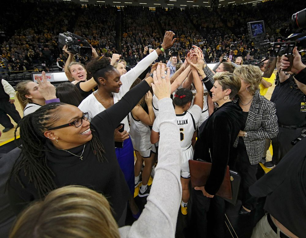 The Hawkeyes huddle after winning their game at Carver-Hawkeye Arena in Iowa City on Sunday, January 26, 2020. (Stephen Mally/hawkeyesports.com)