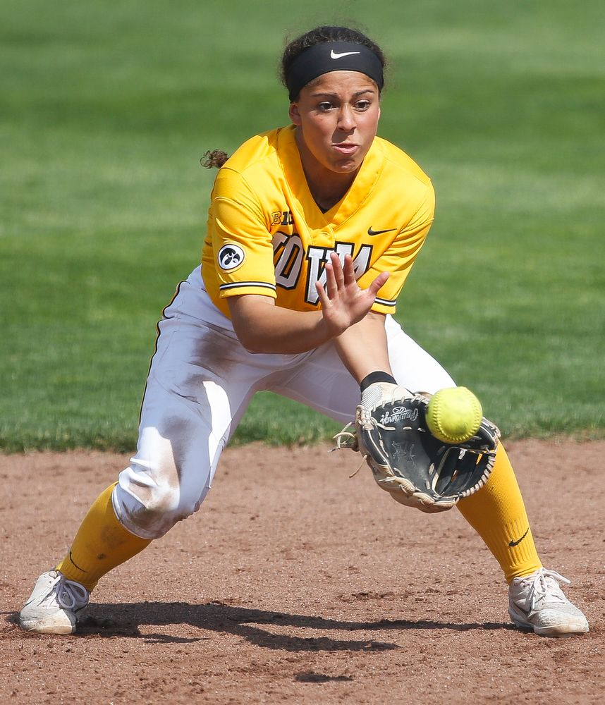 Iowa Hawkeyes infielder Lea Thompson (7)