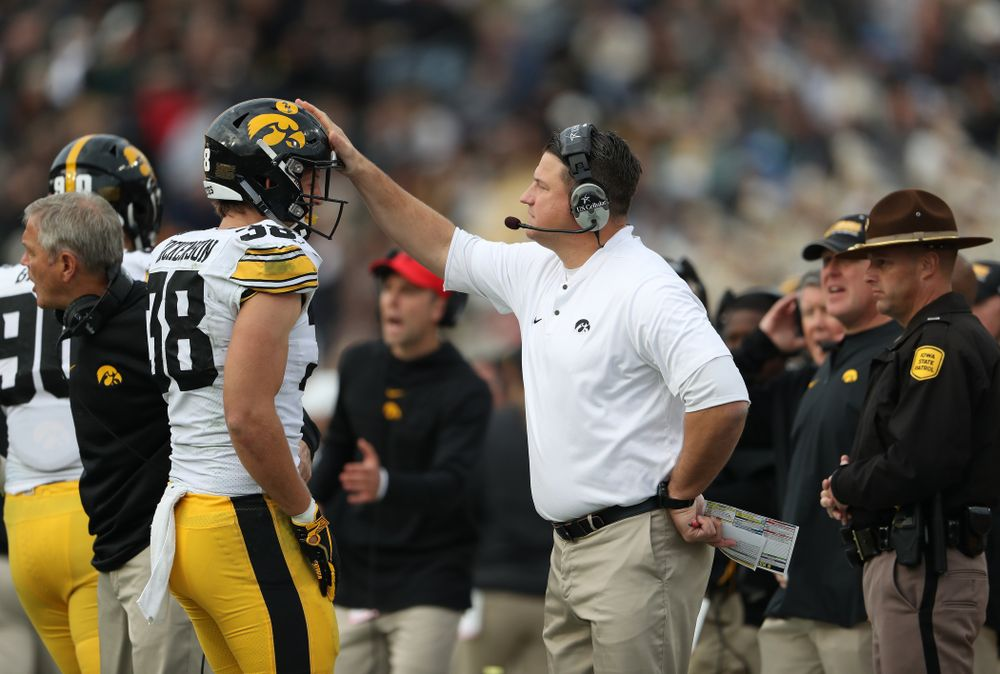 Iowa Hawkeyes offensive coordinator Brian Ferentz and tight end T.J. Hockenson (38) against the Purdue Boilermakers Saturday, November 3, 2018 Ross Ade Stadium in West Lafayette, Ind. (Brian Ray/hawkeyesports.com)