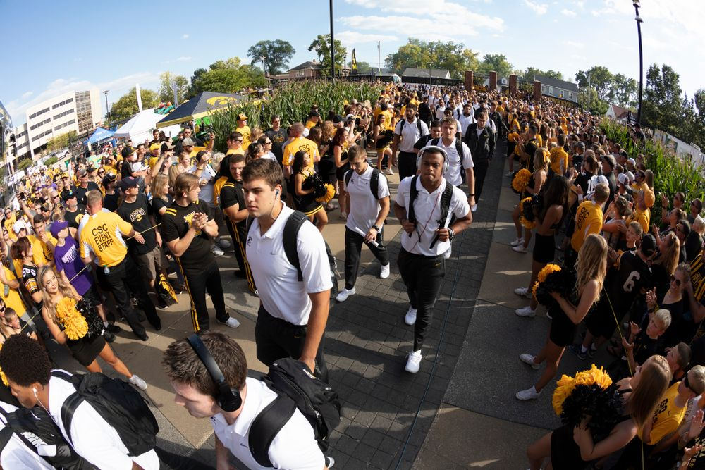 The Iowa Hawkeyes arrive for their game against the Northern Iowa Panthers Saturday, September 15, 2018 at Kinnick Stadium. (Brian Ray/hawkeyesports.com)
