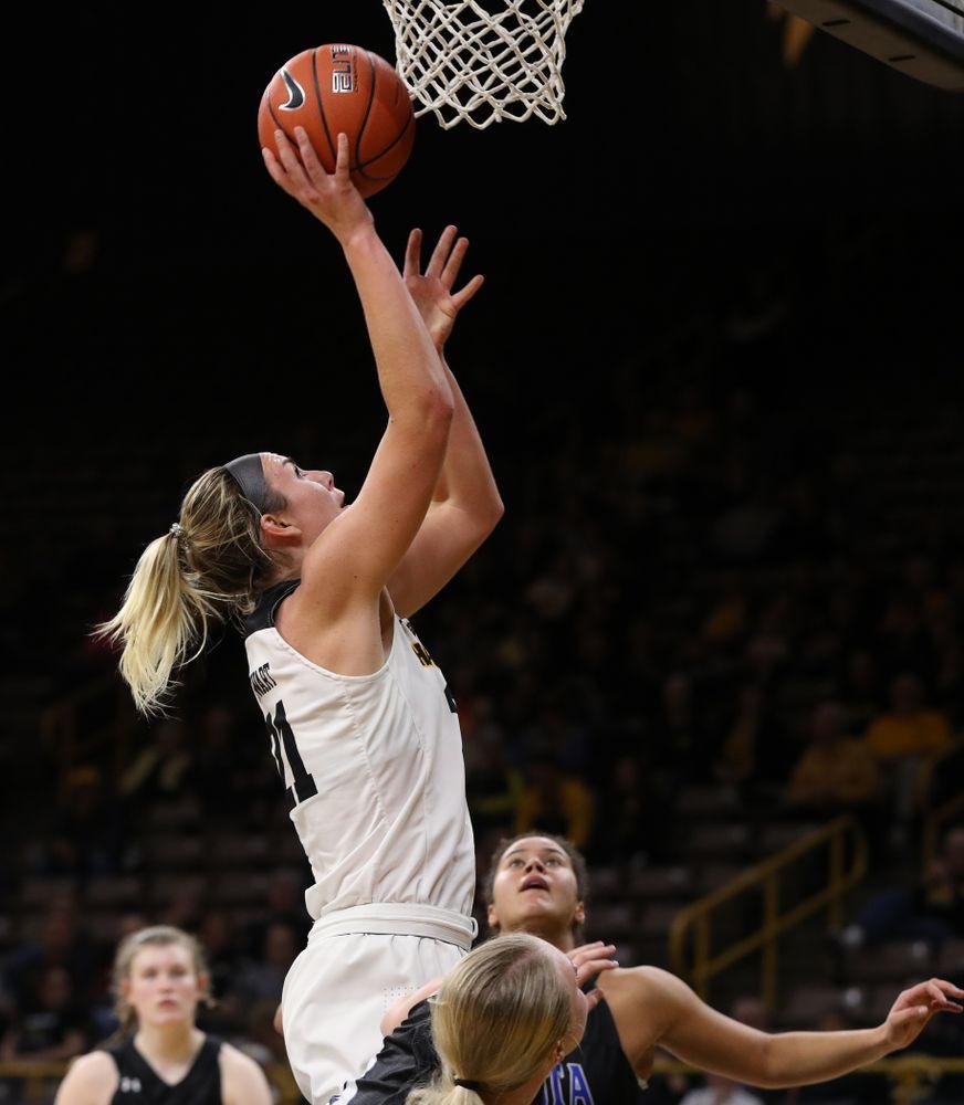 Iowa Hawkeyes forward Hannah Stewart (21) against Dakota Wesleyan University Tuesday, November 6, 2018 at Carver-Hawkeye Arena. (Brian Ray/hawkeyesports.com)