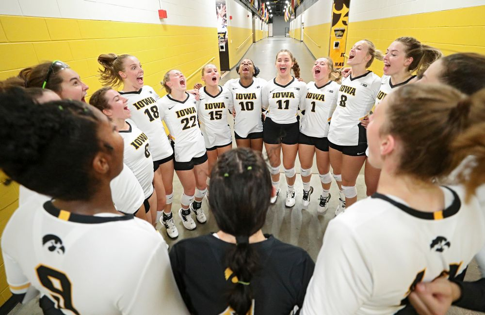 The Hawkeyes huddle before their Big Ten/Pac-12 Challenge match at Carver-Hawkeye Arena in Iowa City on Saturday, Sep 7, 2019. (Stephen Mally/hawkeyesports.com)