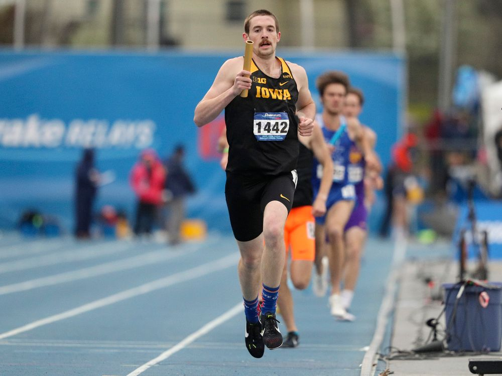 Iowa's Nolan Teubel runs the men's distance medley relay event during the third day of the Drake Relays at Drake Stadium in Des Moines on Saturday, Apr. 27, 2019. (Stephen Mally/hawkeyesports.com)