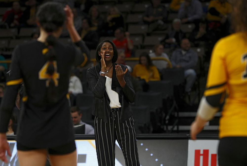 Iowa head coach Vicki Brown shouts to her team during the third set of their match against Illinois at Carver-Hawkeye Arena in Iowa City on Wednesday, Nov 6, 2019. (Stephen Mally/hawkeyesports.com)