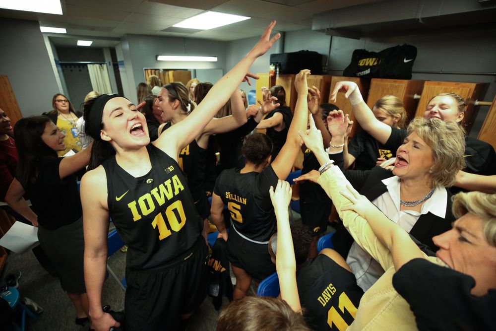 The Iowa Hawkeyes gather in the locker room following their victory over the Drake Bulldogs Friday, December 21, 2018 at the Knapp Center in Des Moines. (Brian Ray/hawkeyesports.com)