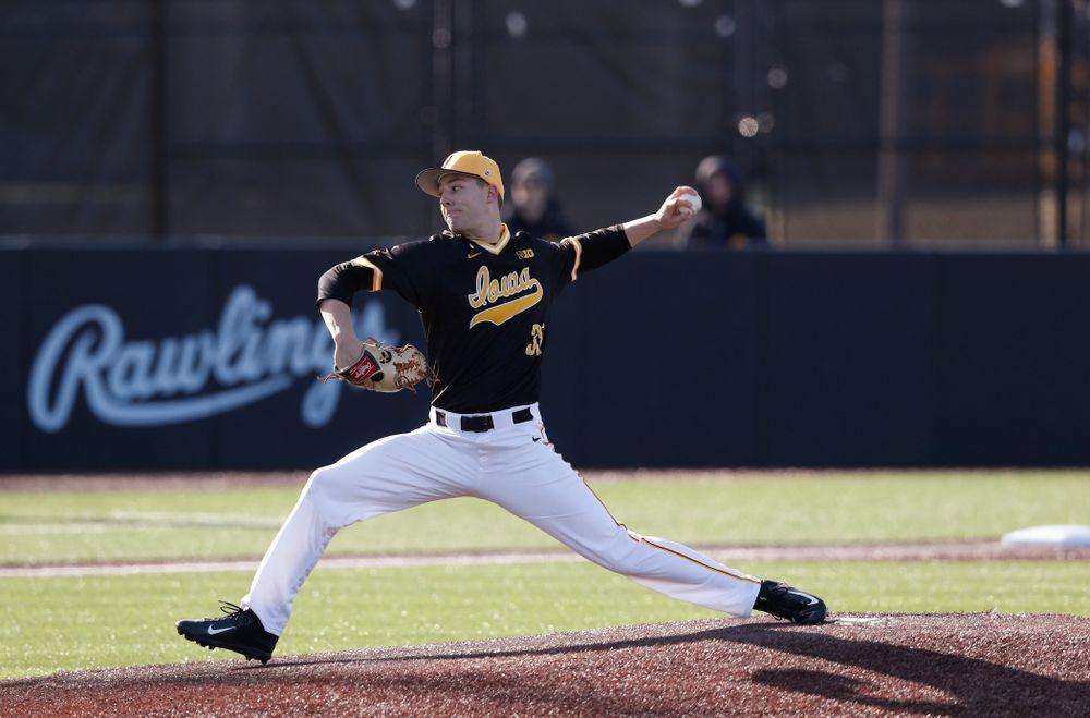 Iowa Hawkeyes pitcher Cam Baumann (35) against Grand View Wednesday, April 4, 2018 at Duane Banks Field. (Brian Ray/hawkeyesports.com)