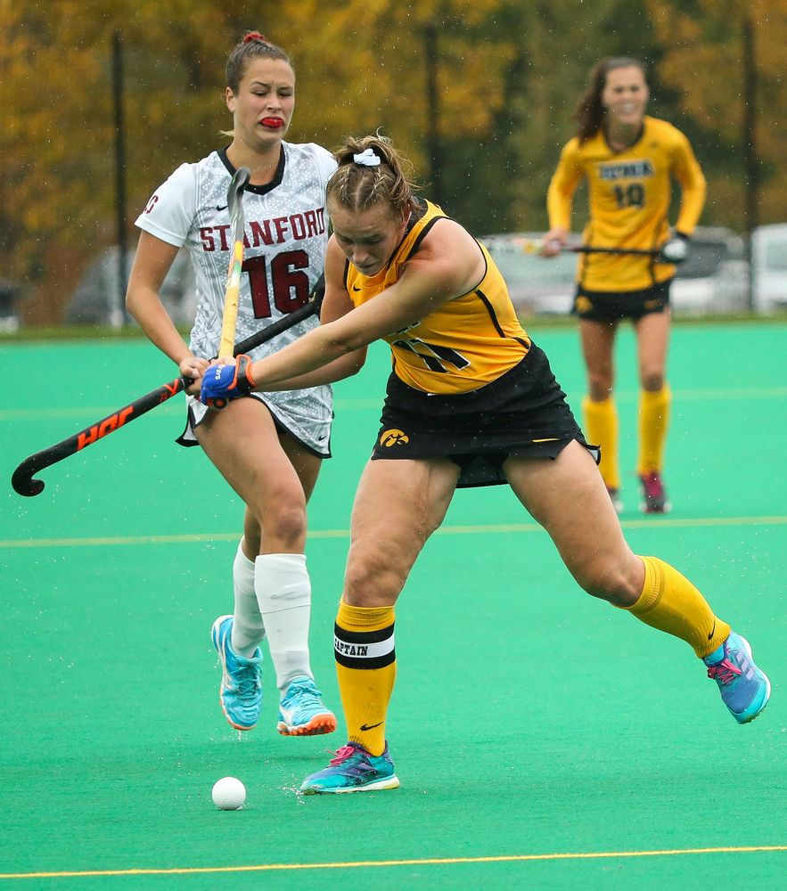 Iowa Hawkeyes midfielder Katie Birch (11) passes the ball during a game against Stanford at Grant Field on October 7, 2018. (Tork Mason/hawkeyesports.com)