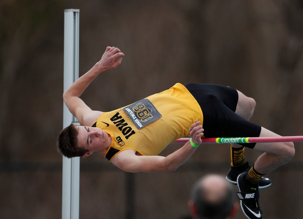 Iowa's Cole Moeller competes in the high jump during the 2018 MUSCO Twilight Invitational  Thursday, April 12, 2018 at the Cretzmeyer Track. (Brian Ray/hawkeyesports.com)