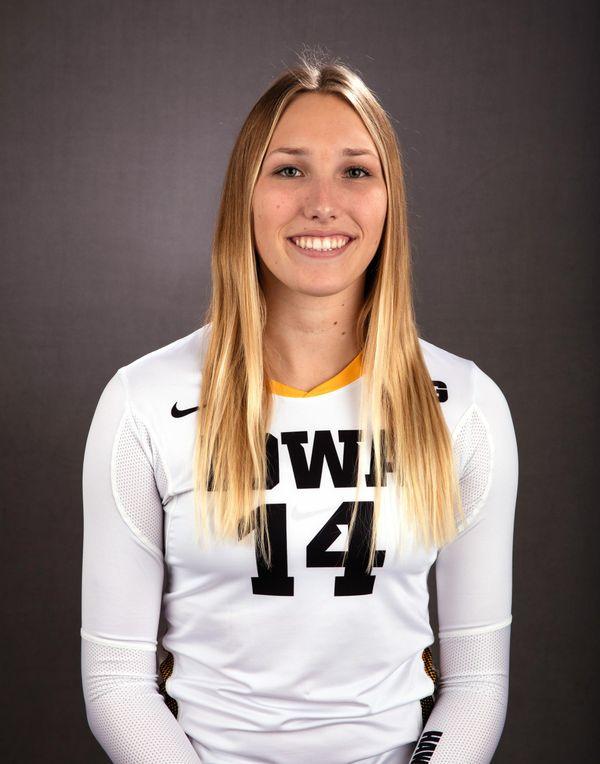 Cali Hoye - Volleyball - University of Iowa Athletics