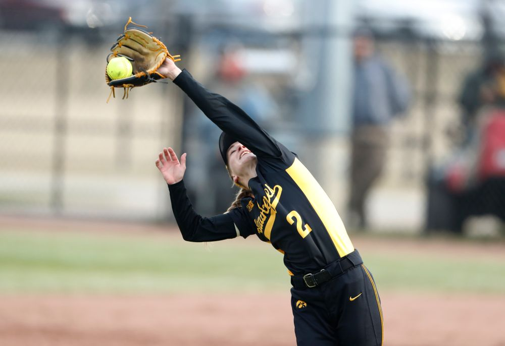 Iowa Hawkeyes infielder Aralee Bogar (2) against the Minnesota Golden Gophers Friday, April 13, 2018 at Bob Pearl Field. (Brian Ray/hawkeyesports.com)