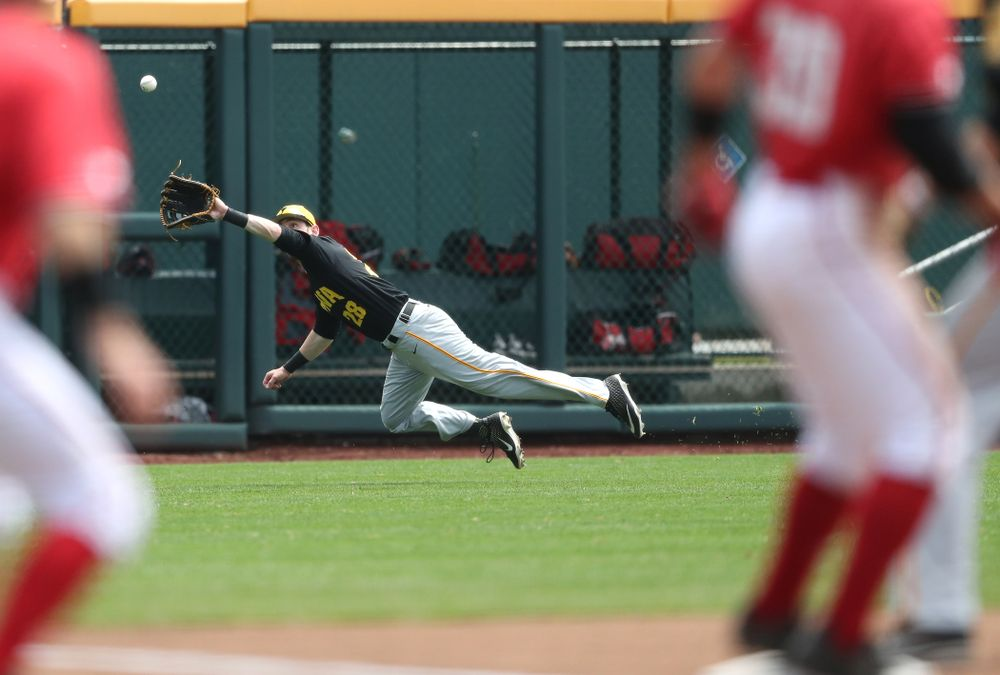 Iowa Hawkeyes Chris Whelan (28) against the Nebraska Cornhuskers in the first round of the Big Ten Baseball Tournament Friday, May 24, 2019 at TD Ameritrade Park in Omaha, Neb. (Brian Ray/hawkeyesports.com)
