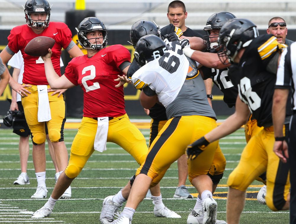 Iowa Hawkeyes quarterback Peyton Mansell
