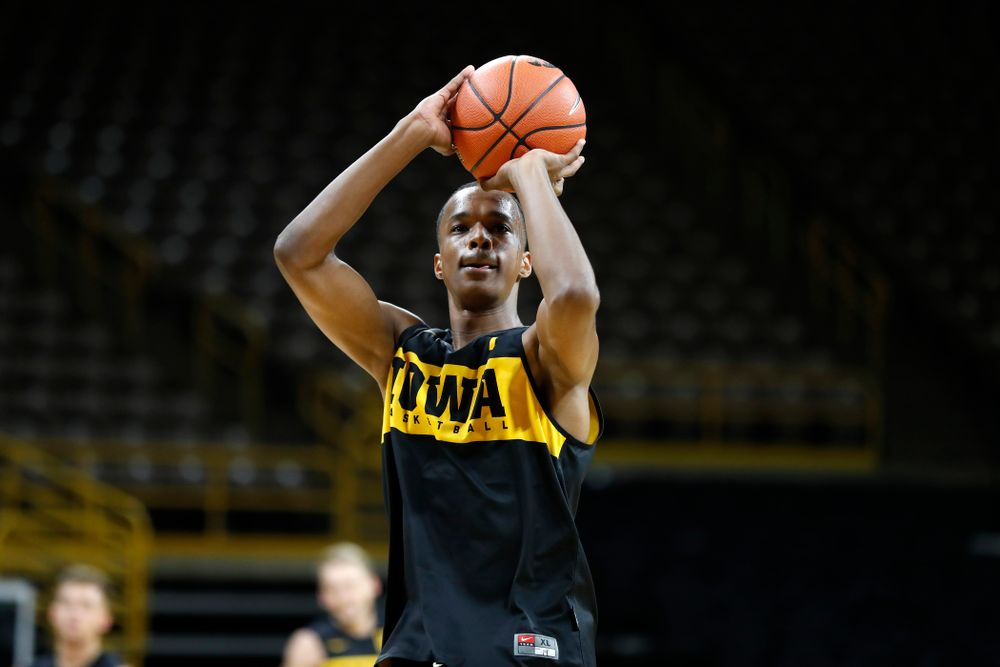 Iowa Hawkeyes guard Maishe Dailey (1) pulls up for a shot during the first practice of the season Monday, October 1, 2018 at Carver-Hawkeye Arena. (Brian Ray/hawkeyesports.com)