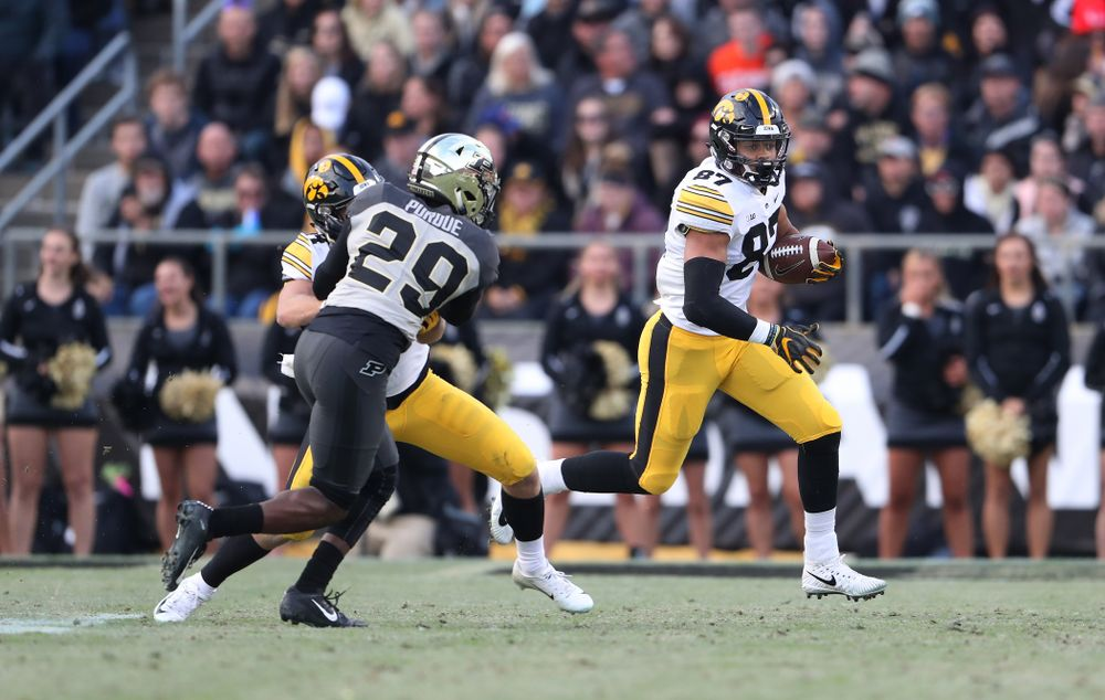 Iowa Hawkeyes tight end Noah Fant (87) against the Purdue Boilermakers Saturday, November 3, 2018 Ross Ade Stadium in West Lafayette, Ind. (Brian Ray/hawkeyesports.com)