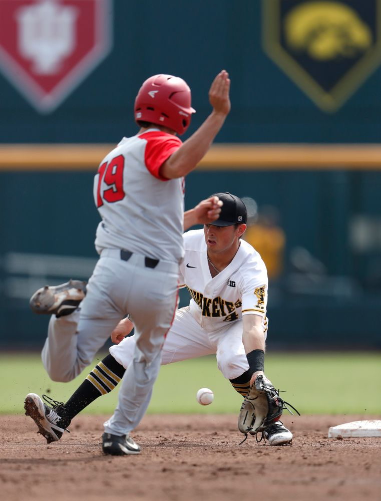 Iowa Hawkeyes infielder Mitchell Boe (4) against the Ohio State Buckeyes in the second round of the Big Ten Baseball Tournament  Thursday, May 24, 2018 at TD Ameritrade Park in Omaha, Neb. (Brian Ray/hawkeyesports.com)