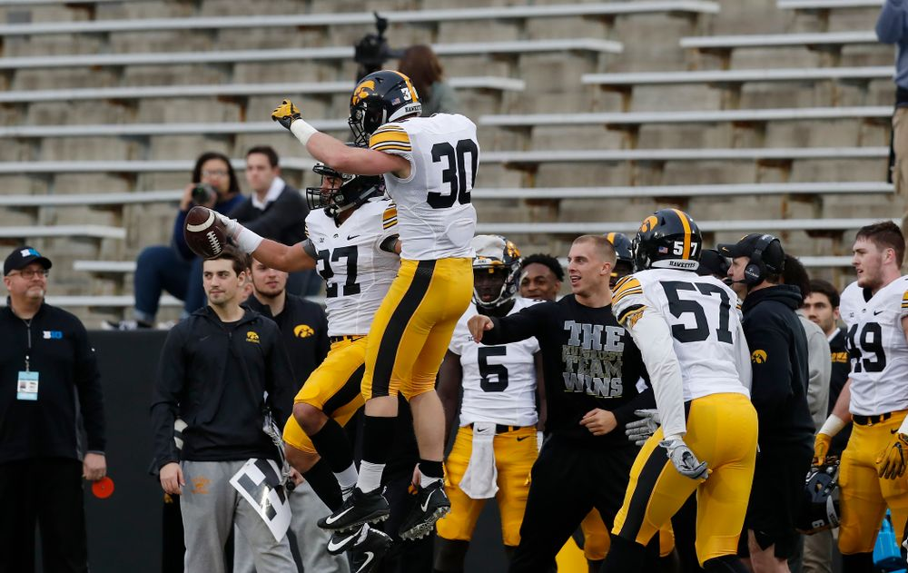 Iowa Hawkeyes defensive back Amani Hooker (27) and defensive back Jake Gervase (30) during the final spring practice Friday, April 20, 2018 at Kinnick Stadium. (Brian Ray/hawkeyesports.com)