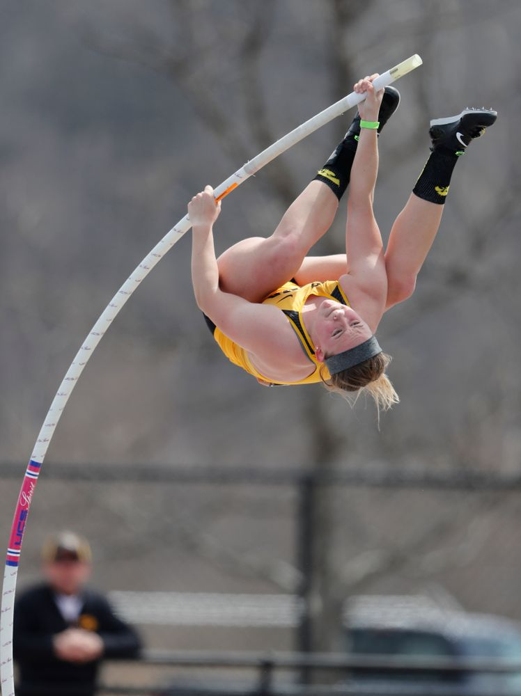 Iowa's Amy Smith competes in the Pole Vault during the 2018 MUSCO Twilight Invitational  Thursday, April 12, 2018 at the Cretzmeyer Track. (Brian Ray/hawkeyesports.com)