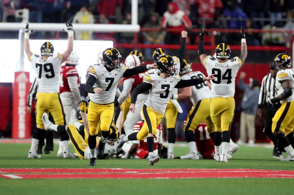 Iowa Hawkeyes place kicker Keith Duncan (3) kicks the game winning field goal against the Nebraska Cornhuskers Friday, November 29, 2019 at Memorial Stadium in Lincoln, Neb. (Brian Ray/hawkeyesports.com)