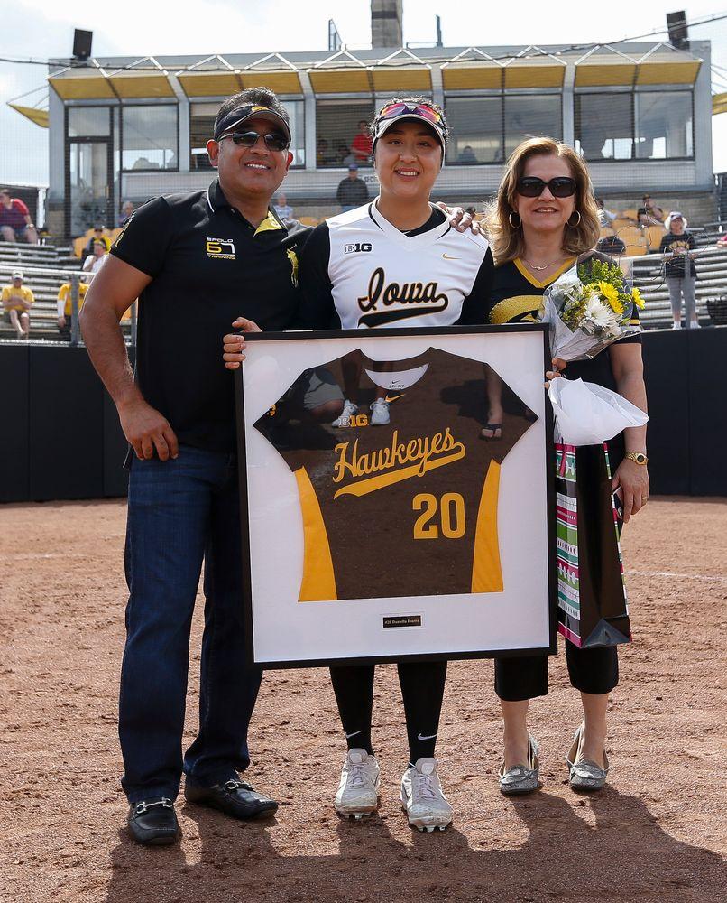 Iowa Hawkeyes infielder Daniella Ibarra (20)