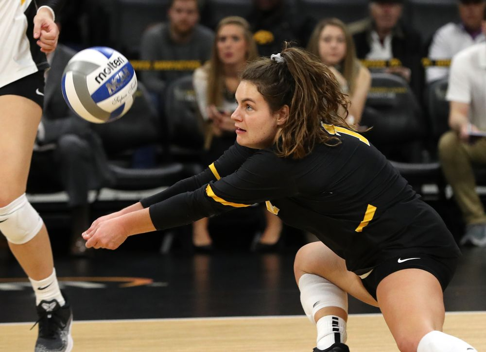 Iowa Hawkeyes defensive specialist Molly Kelly (1) against the Northwestern Wildcats Wednesday, October 24, 2018 at Carver-Hawkeye Arena. (Brian Ray/hawkeyesports.com)