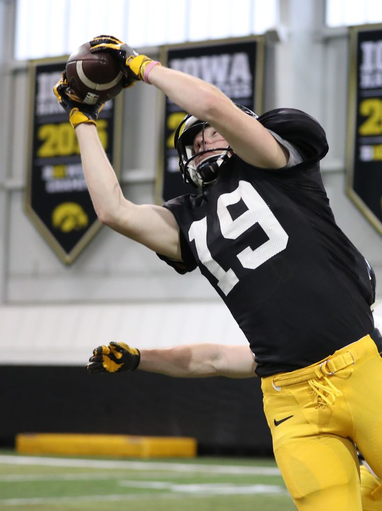 Iowa Hawkeyes wide receiver Max Cooper (19)