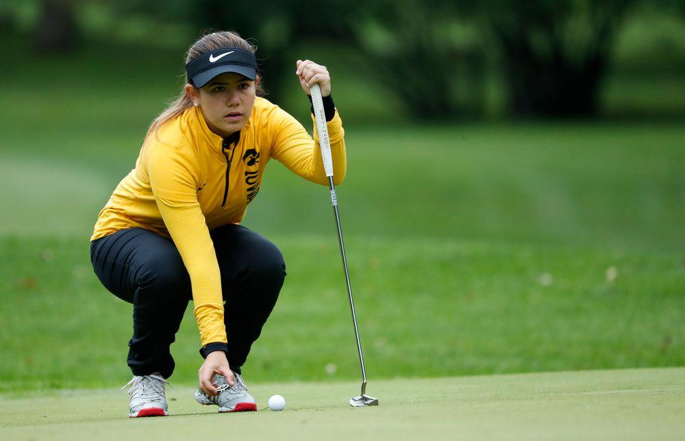 Iowa's Manuela Lizarazu lines up a putt during the Diane Thomason Invitational at Finkbine Golf Course on September 29, 2018. (Tork Mason/hawkeyesports.com)