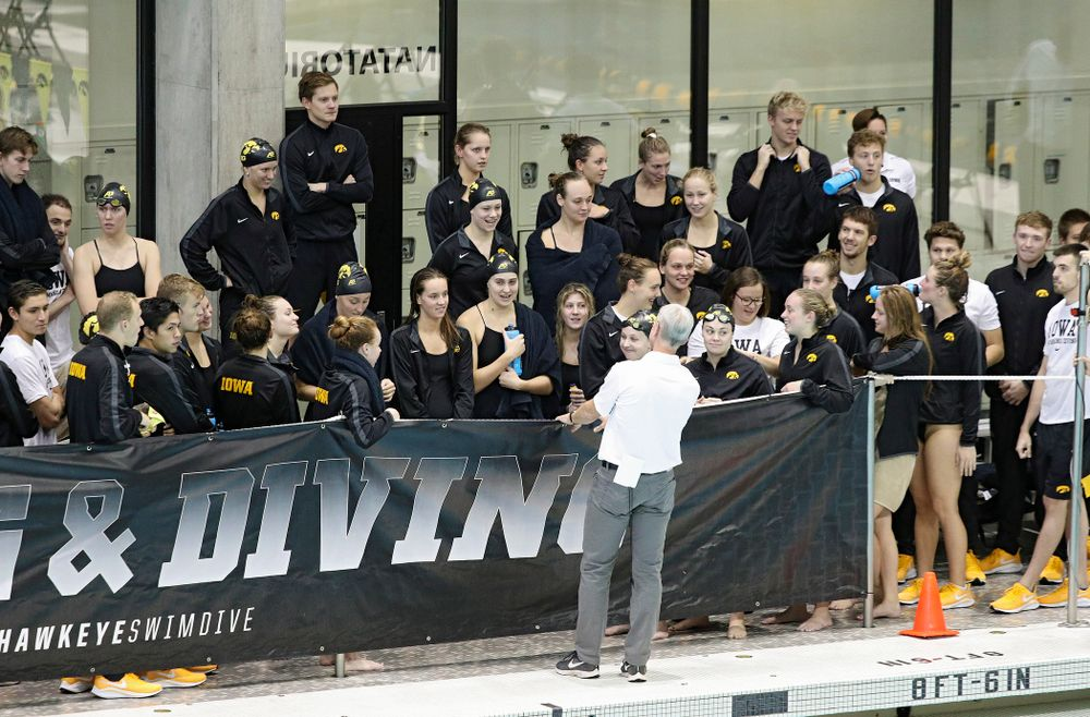 Iowa head coach Marc Long talks with his team before their meet against Michigan State at the Campus Recreation and Wellness Center in Iowa City on Thursday, Oct 3, 2019. (Stephen Mally/hawkeyesports.com)