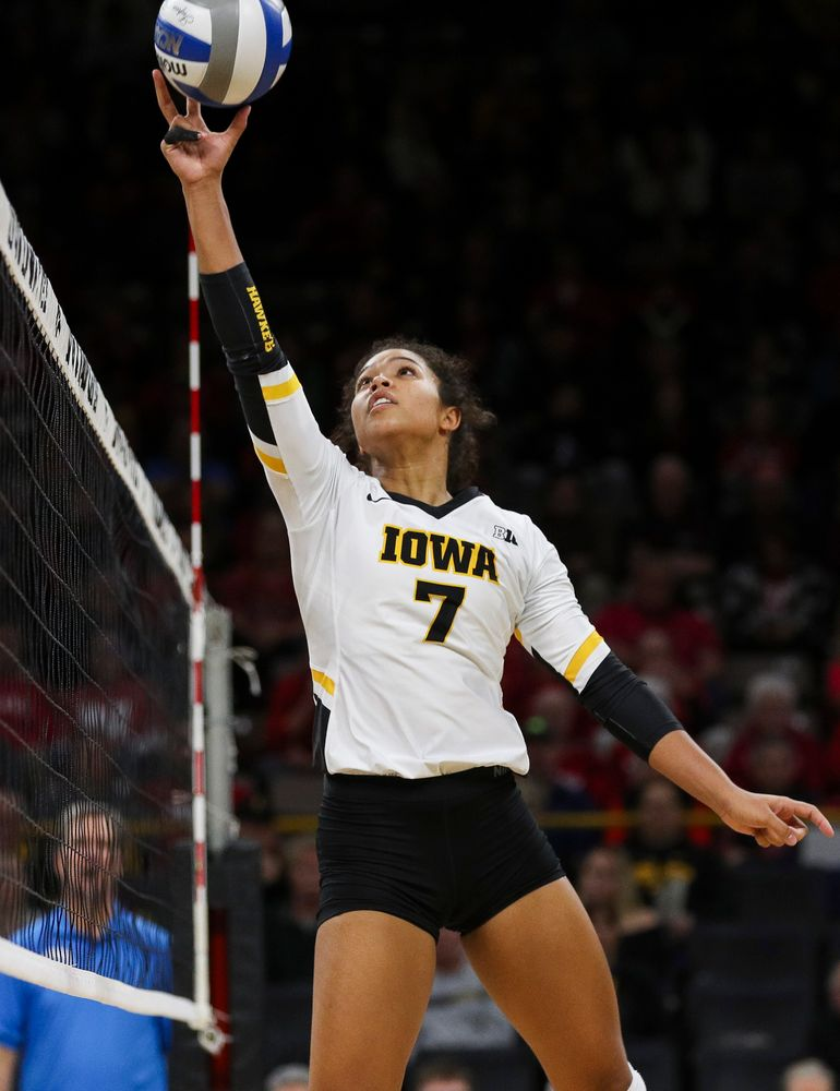 Iowa Hawkeyes setter Brie Orr (7) sets the ball during a match against Nebraska at Carver-Hawkeye Arena on November 7, 2018. (Tork Mason/hawkeyesports.com)