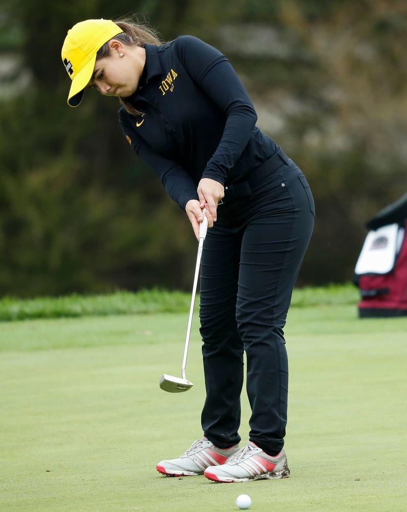 Iowa's Manuela Lizarazu putts during the final round of the Diane Thomason Invitational at Finkbine Golf Course on September 30, 2018. (Tork Mason/hawkeyesports.com)