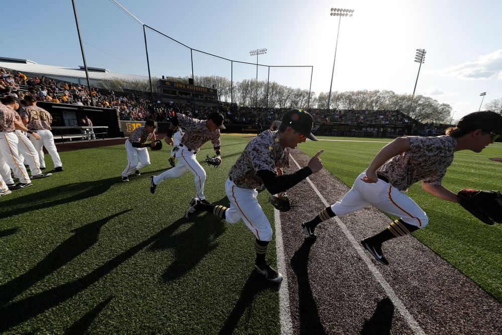 The Iowa Hawkeyes take the field for their game against Oklahoma State Friday, May 4, 2018 at Duane Banks Field. (Brian Ray/hawkeyesports.com)
