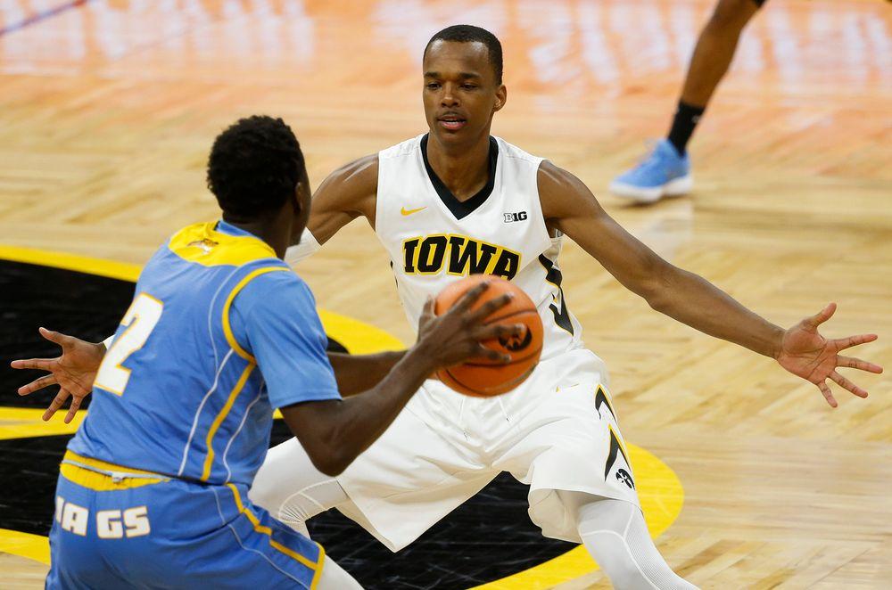 Iowa Hawkeyes guard Maishe Dailey (1)