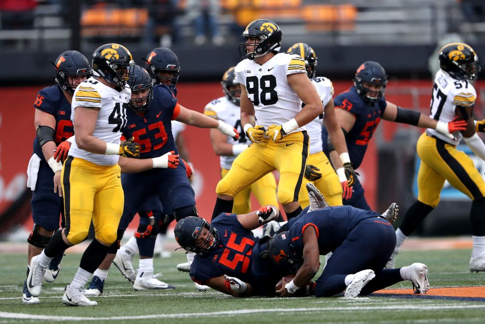 Iowa Hawkeyes defensive end Anthony Nelson (98) against the Illinois Fighting Illini Saturday, November 17, 2018 at Memorial Stadium in Champaign, Ill. (Brian Ray/hawkeyesports.com)