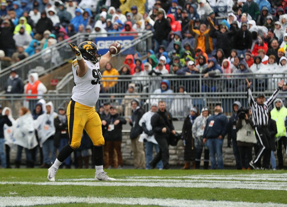 Iowa Hawkeyes defensive end Sam Brincks (90) catches a touchdown pass against the Penn State Nittany Lions Saturday, October 27, 2018 at Beaver Stadium in University Park, Pa. (Brian Ray/hawkeyesports.com)