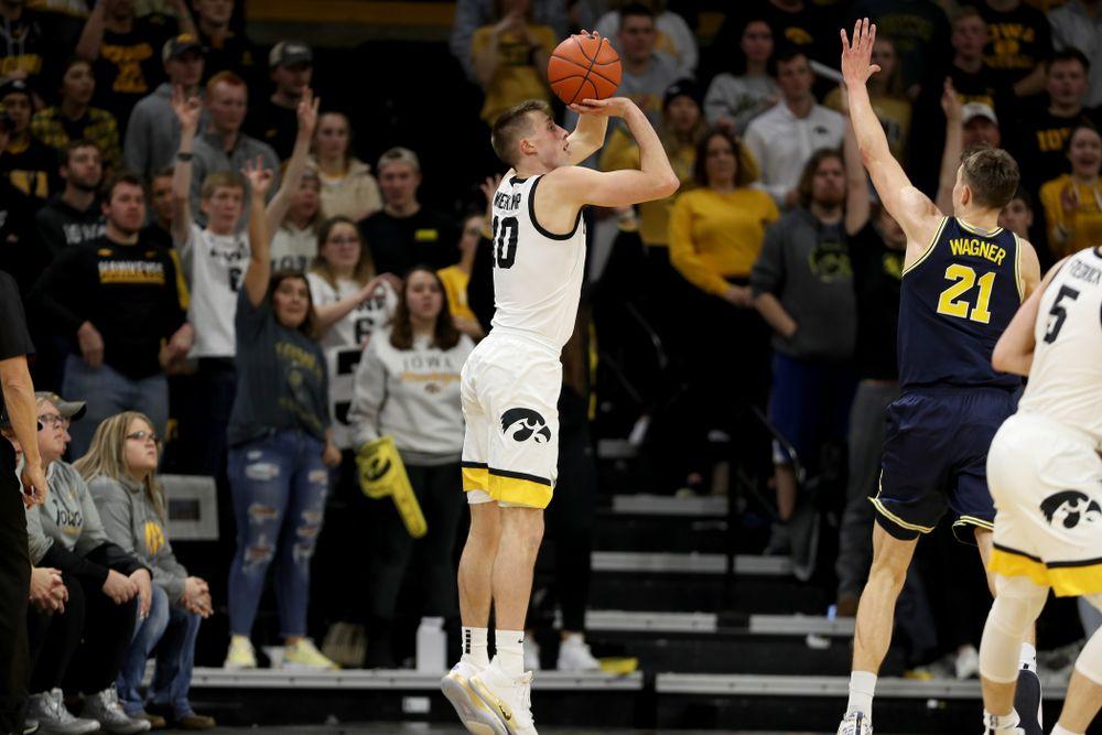 Iowa Hawkeyes guard Joe Wieskamp (10) knocks down a three point basket against the Michigan Wolverines Friday, January 17, 2020 at Carver-Hawkeye Arena. (Brian Ray/hawkeyesports.com)