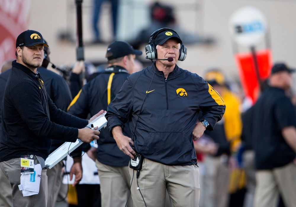 Iowa Hawkeyes defensive line coach Reese Morgan works the sideline during the first half against the Indiana Hoosiers Saturday, November 7, 2015 at Memorial Stadium in Bloomington, Ind. (Brian Ray/hawkeyesports.com)