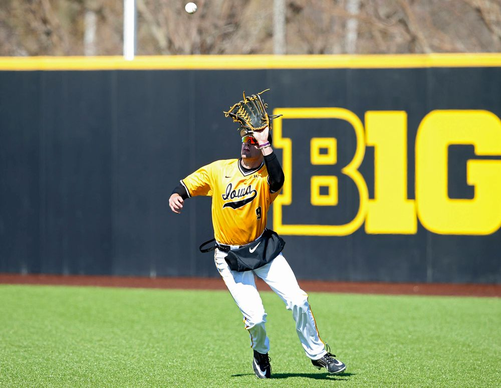 Iowa Hawkeyes right fielder Ben Norman (9) prepares to pull in a fly ball for an out on the front end of an inning ending double play during the eighth inning against Illinois at Duane Banks Field in Iowa City on Sunday, Mar. 31, 2019. (Stephen Mally/hawkeyesports.com)