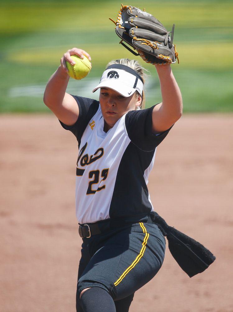 Iowa Hawkeyes pitcher Kenzie Ihle (22)