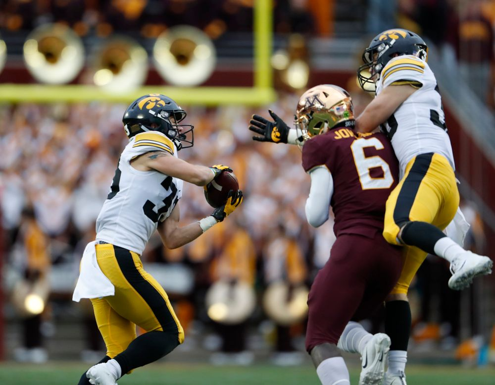 Iowa Hawkeyes defensive back Riley Moss (33) against the Minnesota Golden Gophers Saturday, October 6, 2018 at TCF Bank Stadium. (Brian Ray/hawkeyesports.com)