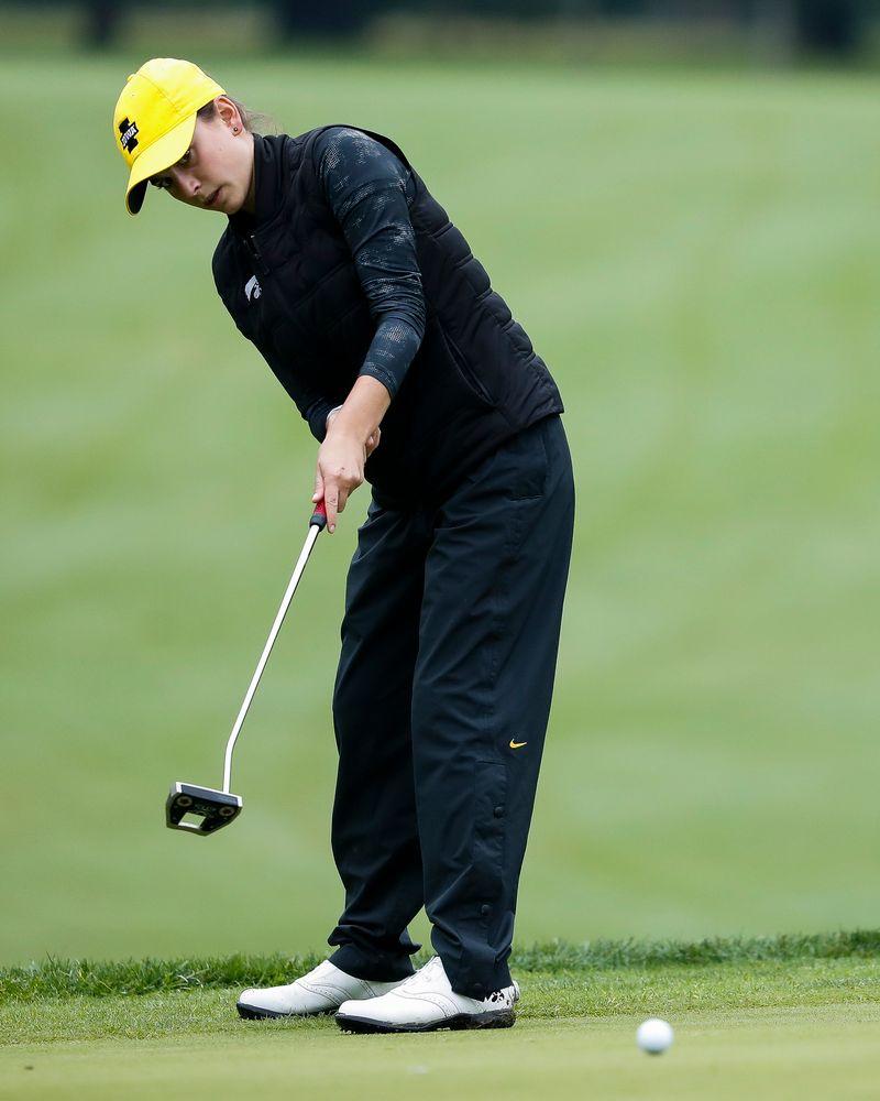 Iowa's Dana Lerner putts during the final round of the Diane Thomason Invitational at Finkbine Golf Course on September 30, 2018. (Tork Mason/hawkeyesports.com)