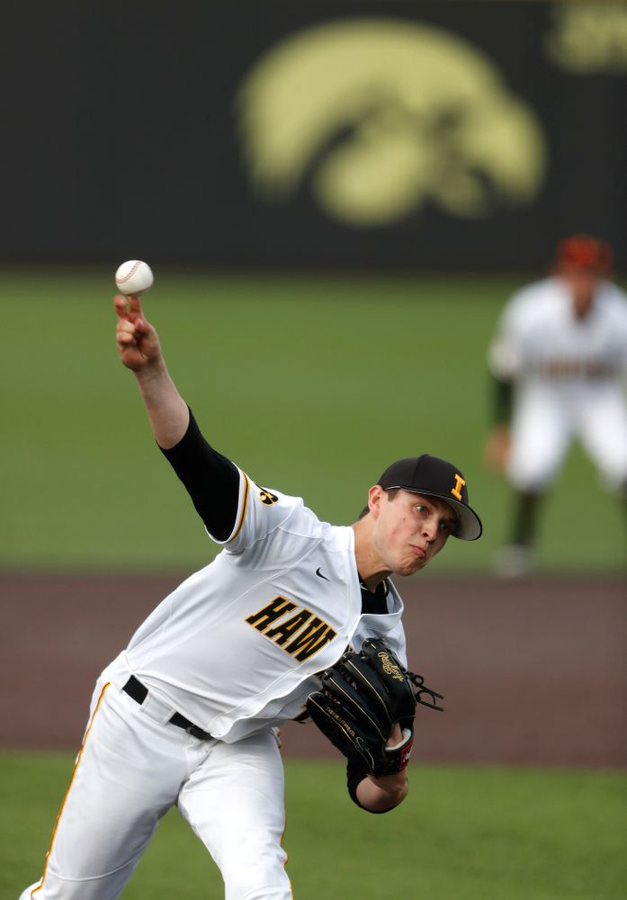 Iowa Hawkeyes pitcher Ben Probst (19) against the Missouri Tigers Tuesday, May 1, 2018 at Duane Banks Field. (Brian Ray/hawkeyesports.com)