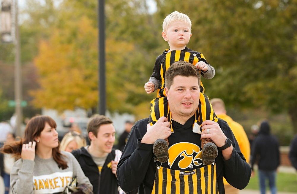 A young fan gets a ride as they walk along Melrose Avenue before the game at Kinnick Stadium in Iowa City on Saturday, Oct 19, 2019. (Stephen Mally/hawkeyesports.com)