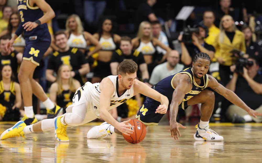 Iowa Hawkeyes guard Jordan Bohannon (3) against the Michigan Wolverines Friday, February 1, 2019 at Carver-Hawkeye Arena. (Brian Ray/hawkeyesports.com)