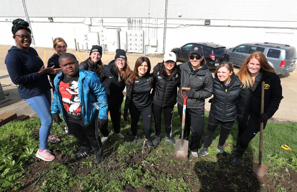 Members of the WomenÕs Golf team volunteer with the South District Neighborhood Clean-up during the annual Iowa Athletics Day of Caring  Sunday, April 28, 2019 in Iowa City. (Brian Ray/hawkeyesports.com)