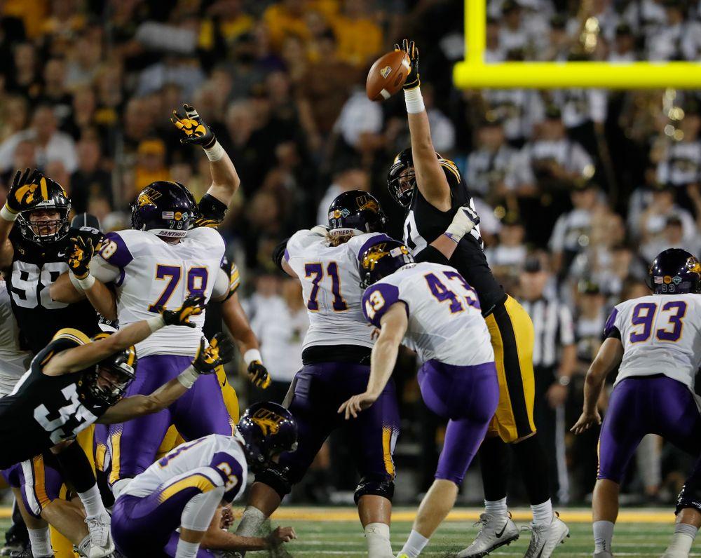 Iowa Hawkeyes defensive end Sam Brincks (90) against the Northern Iowa Panthers Saturday, September 15, 2018 at Kinnick Stadium. (Brian Ray/hawkeyesports.com)